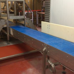 Modular conveyor under steps