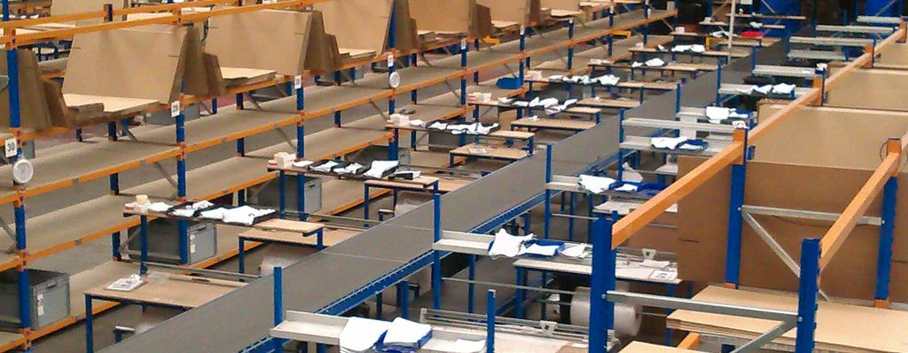 packing benches with take away conveyors