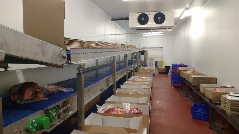 Food packing conveyor workstation