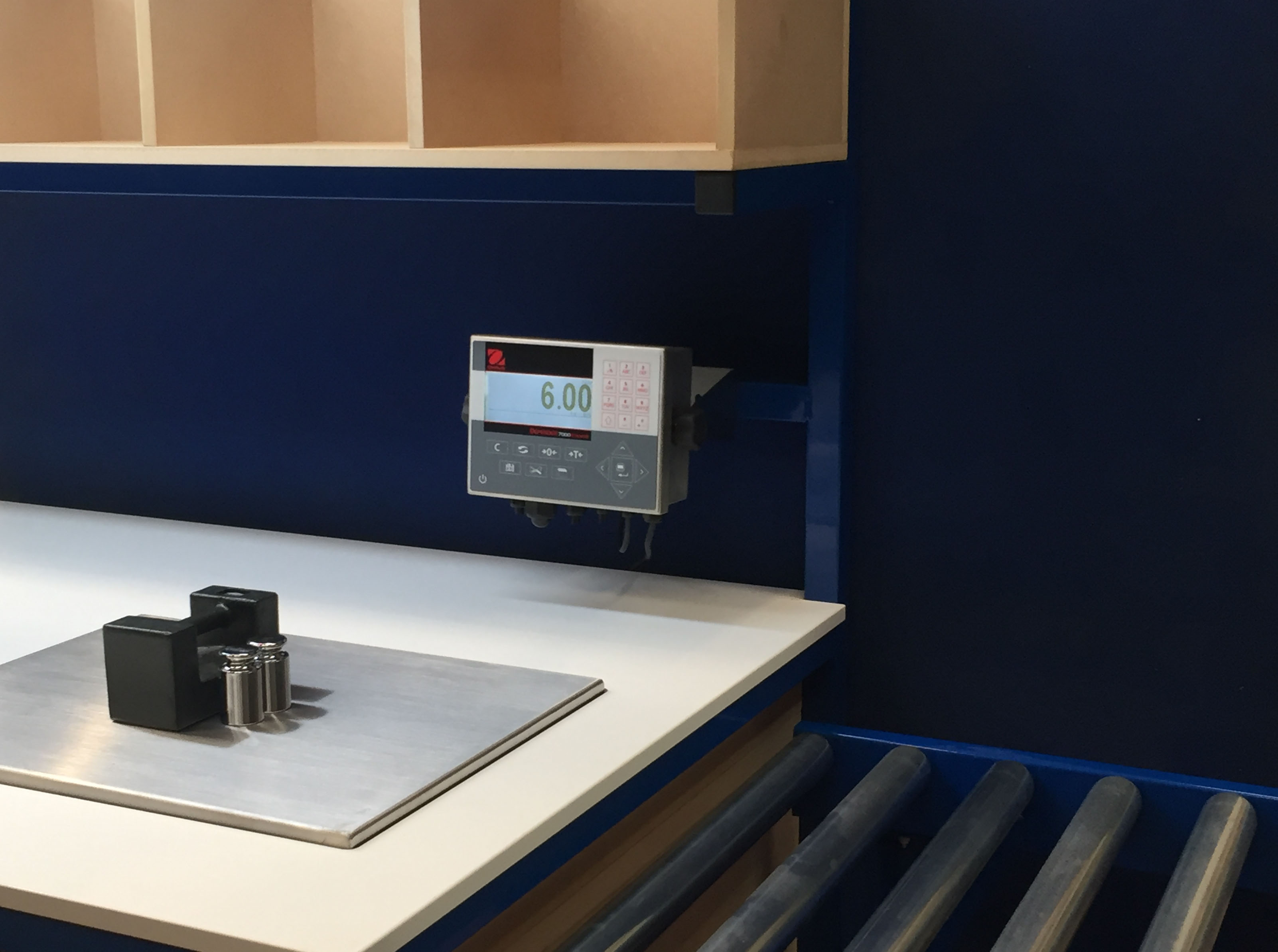 Bench mounted weighing scales - calibration test