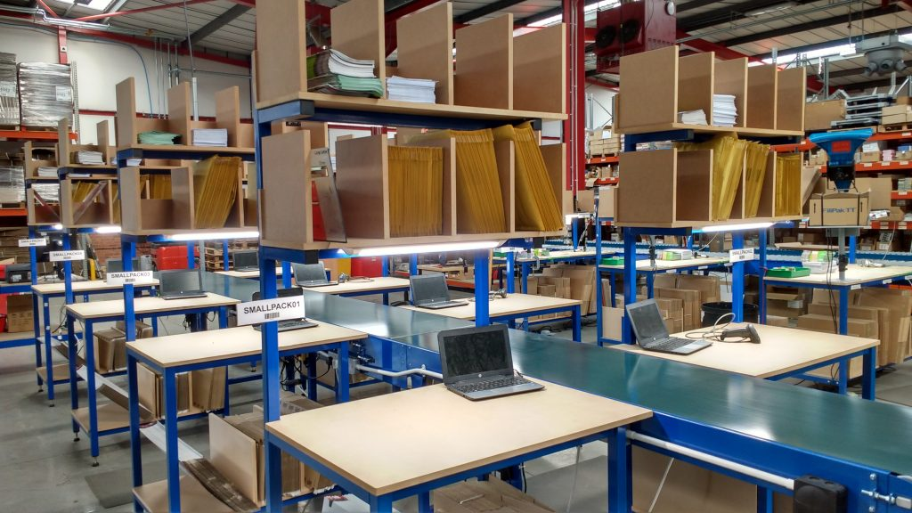 packing benches and belt conveyor