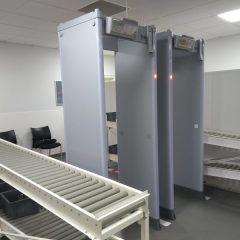 Roller conveyor for security metal detector