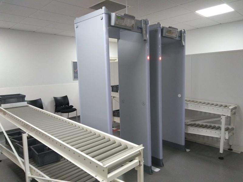 security metal detector roller conveyors