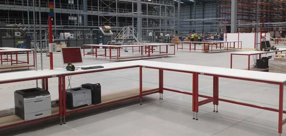 packing bench cell in warehouse
