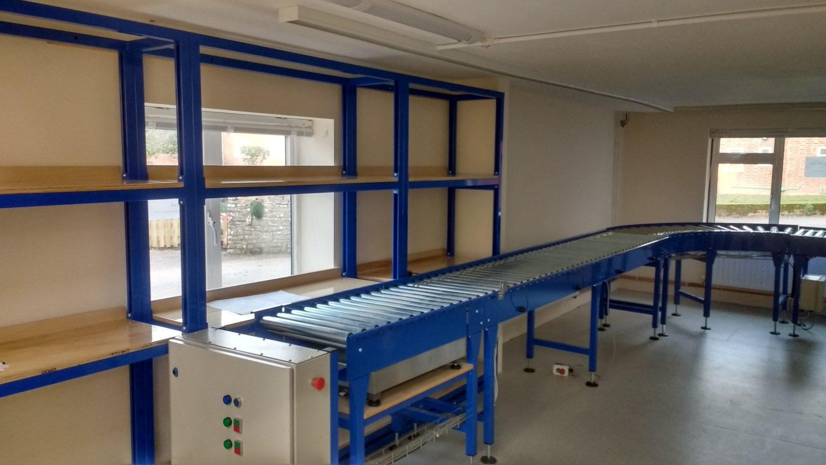 Adjustable height shelving unit and conveyor