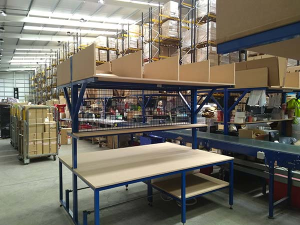 conveyor belt with Packing benches