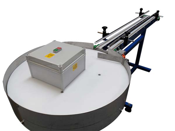 Conveyor for labelling