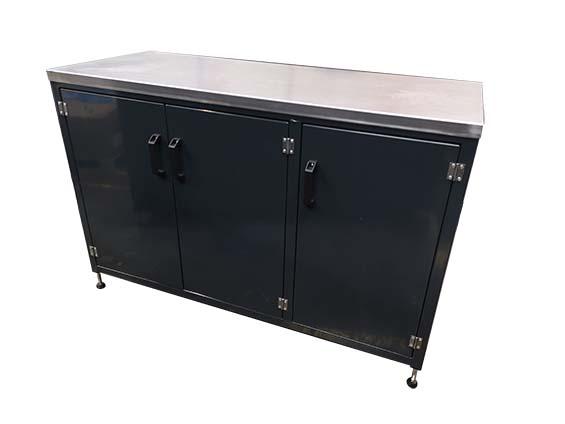 Workshop workbench triple cupboard