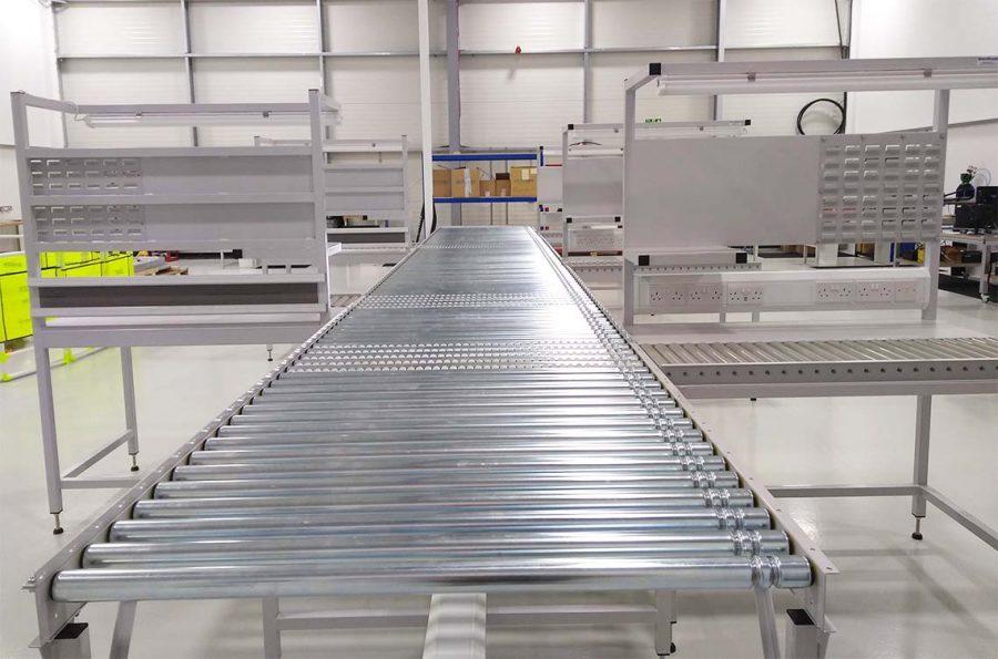 Gravity roller conveyor worktations