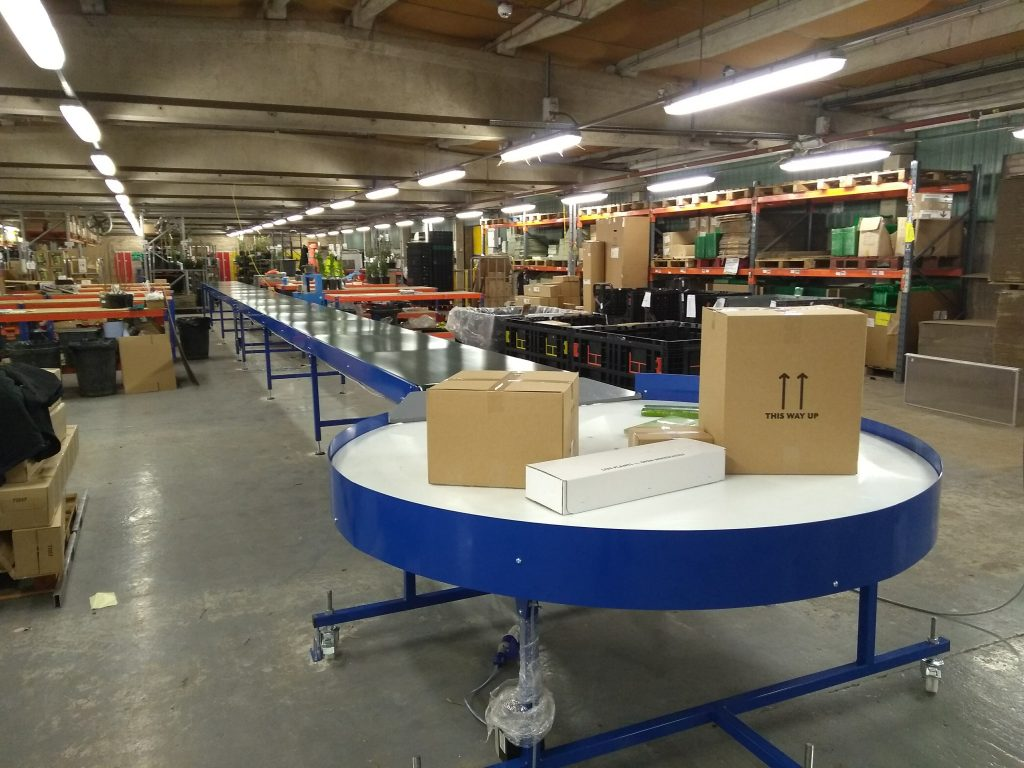 rotary table and belt conveyor in warehouse