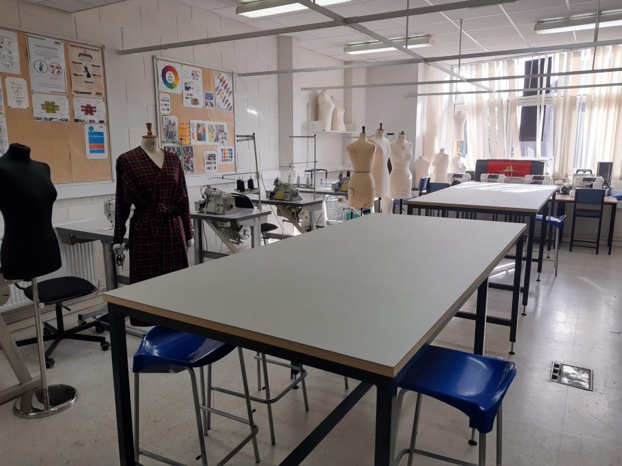 Cutting tables for fashion classroom - Vapour Colour Worktop