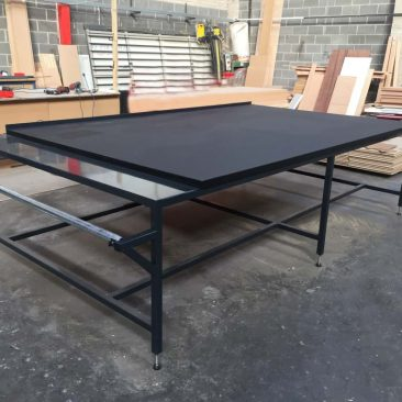 black cutting table