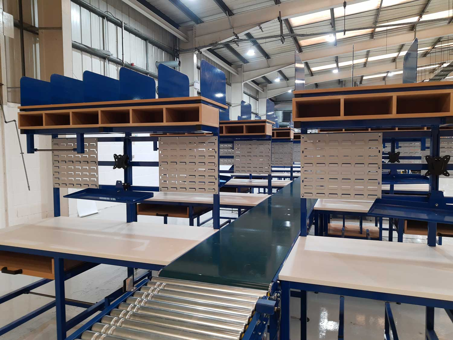 Packing line with benches & conveyors