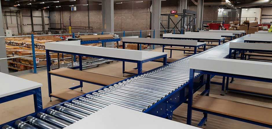 Lineshaft roller conveyor with packing benches