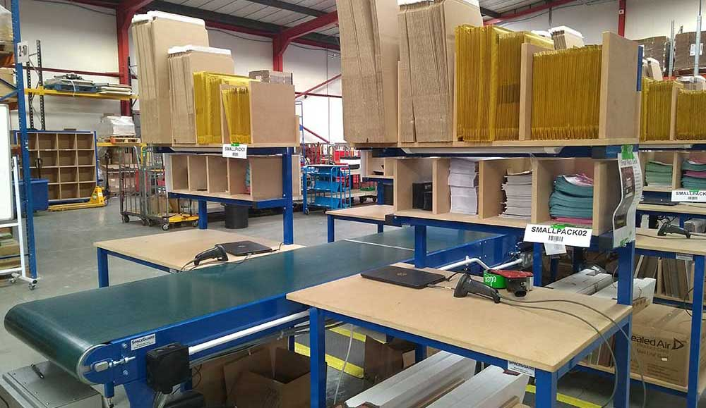 Packing benches & conveyor