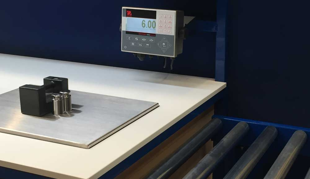 scales on weighing and inspection bench