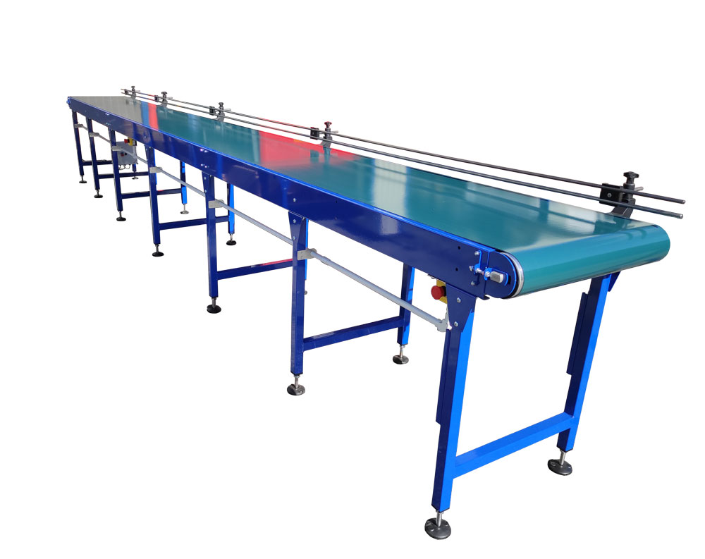 Belt conveyor with side guides