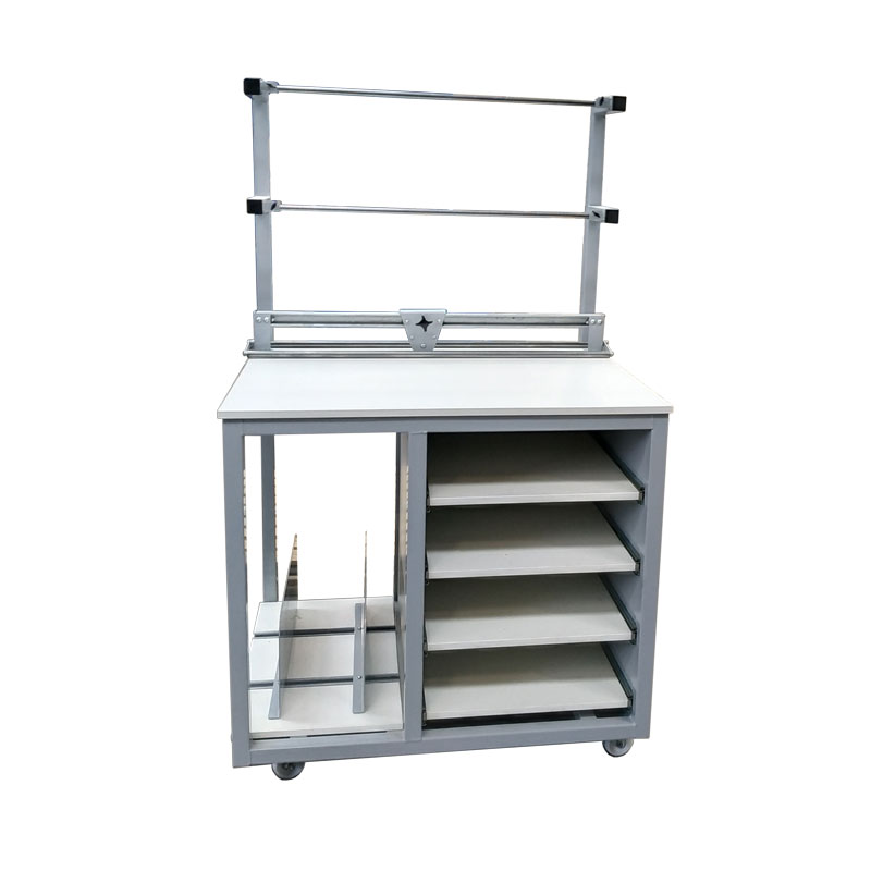 Small packing bench on castors