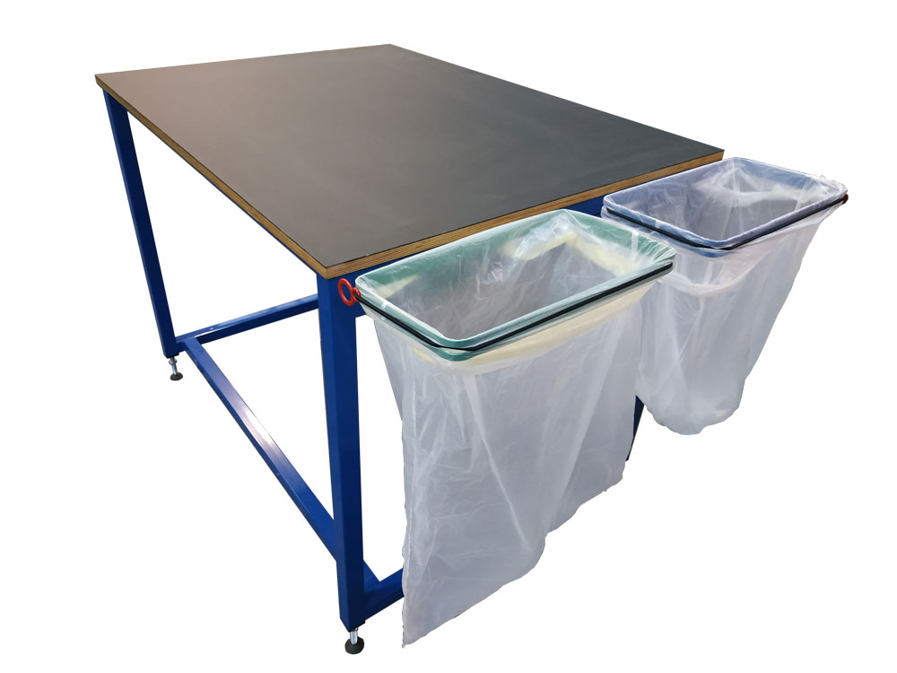 Basic packing table with bag holders