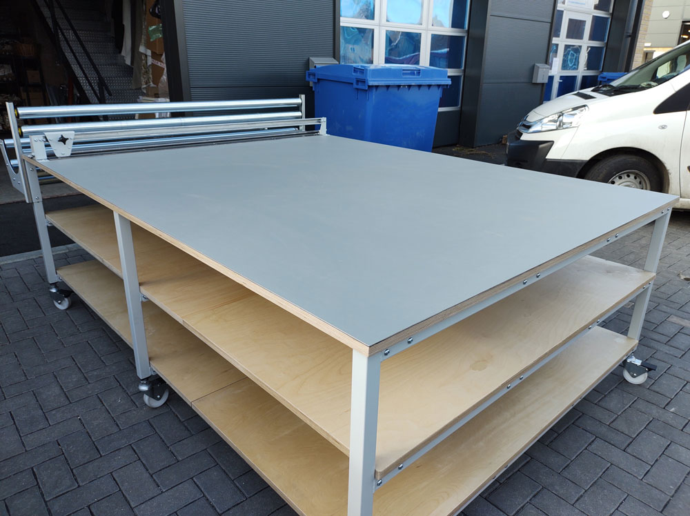 Cutting table with roll holder & cutter (#17208)